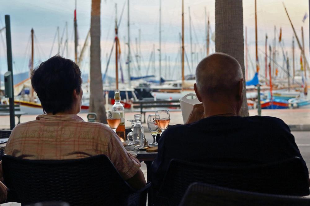 Sanary sur Mer 6 - Vin rosé en face de la marina